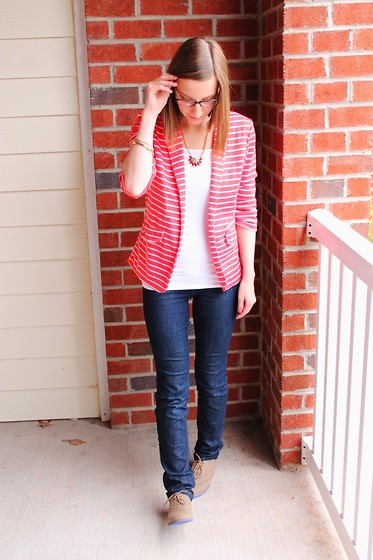Shannon Willardson - Boscovs Blazer, Baublebar Necklace, Forever 21 Tank, Destination Maternity Jeans - 21 Weeks