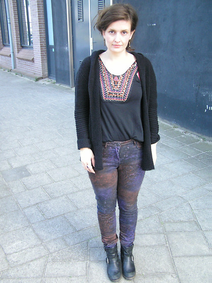 Angi G - American Vintage Cardigan, Urban Outfitters Top, Maison Scotch Pants, Jimmy Boots - Dark