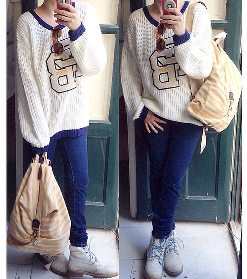 Pippi F. - Pull & Bear Sweater, Zara Jeans, Zara Backpack, Timberland Boots - On my shoulders.