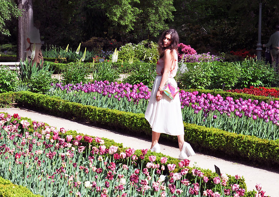Dasha Farsh - Smooth Clothing Marshmallow Top, Asos Skirt, H&M Hologram Bag, Jeffrey Campbell Heels - Botanic garden