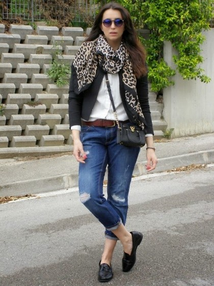 Veronica Vannini - H&M Foulard, Zara Jeans, Michael Kors Bag - New sunglasses