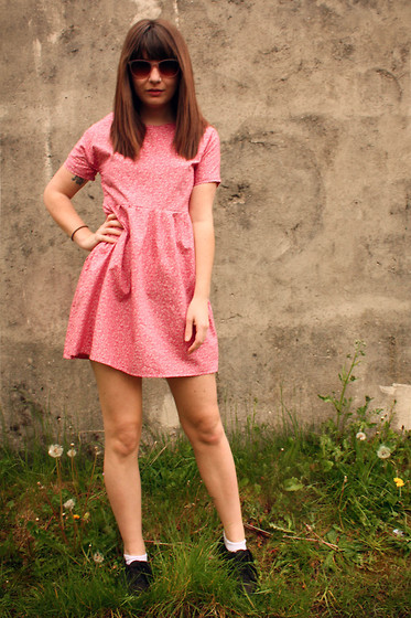 Amelia Sinnott - Made By Me Pink Floral Dress, White Socks, Topshop Retro Look Sunglasses - Sunday's on the phone to Monday