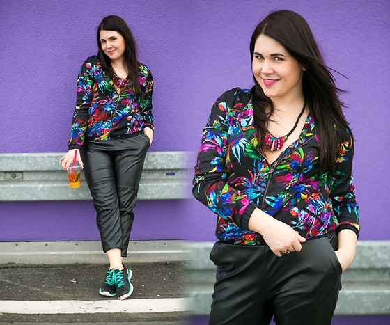 Kinga F - H&M Pants, Promod Bomber Jacket - Flower power!