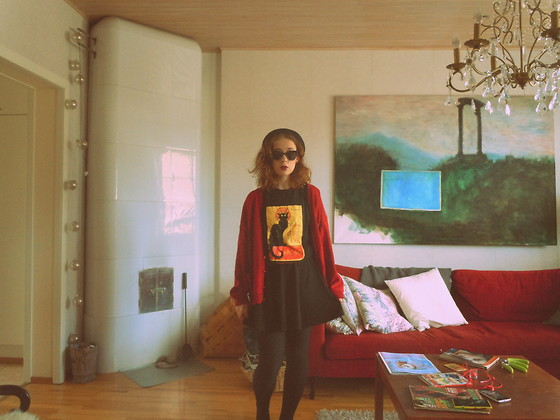 Olga Rantalaiho - Blitz Vintage Tee, New Look Skater Skirt, Thrifted Red Cardi - Chat noir
