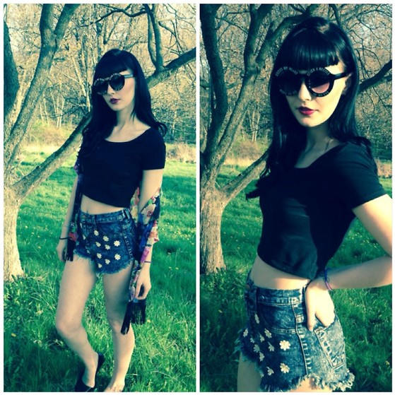 Alyssa Claire - Nasty Gal Daisy High Waisted Shorts, Topshop Black Crop Top, Vintage Cross My Heart Glasses, Pacsun Flower Ka Mono, Topshop Black Ballet Flats - Sunshine junkie