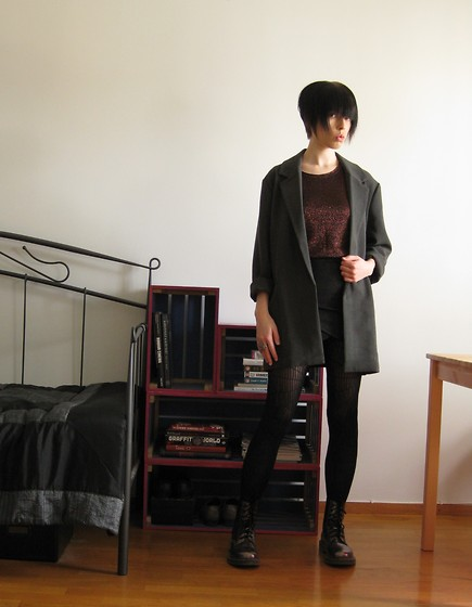 Elina Laakso - Bik Bok Blazer, A Friend's Old Bronze Top, Gina Tricot Skirt, H&M Tights - Bronze Age