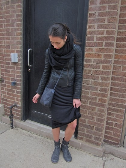 Dani Kowalczyk - American Apparel Infinity Scarf, Barny Nakhle Rear Zip Crackle Boot, Splendid Black Maxi Skirt, All Saints Waxed Denim Jacket, Rick Owens Small Adri Bag, Ugo Cacciatori Tusk Foliage Earrings - Lunch Break in Lincoln Park