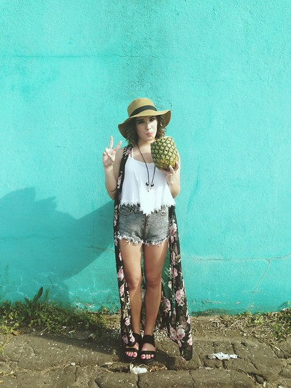 Nikki - Nasty Gal Vest, Forever 21 Platform Sandals, Nasty Gal High Waisted Zipper Shorts, Nasty Gal Crop Tank, Nasty Gal Panama Hat, Etsy Necklace - Oklahoma music festival