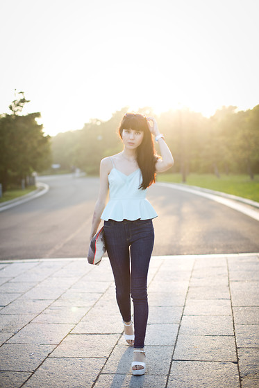 Samantha Mariko - Bershka Peplum Top, Le Ciel Bleu Denim, Dezso Clutch - Peplum tops in the sunset