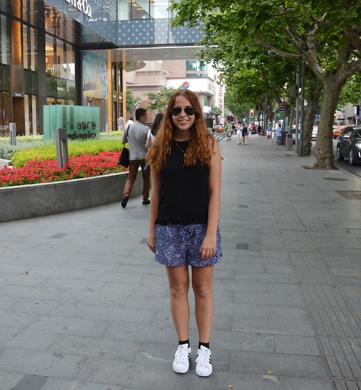 Kaja . - Ray Ban Sunglasses, Zara Top, Abercombie & Fitch Shorts - SUNNY DAY IN FRENCH CONSESSION