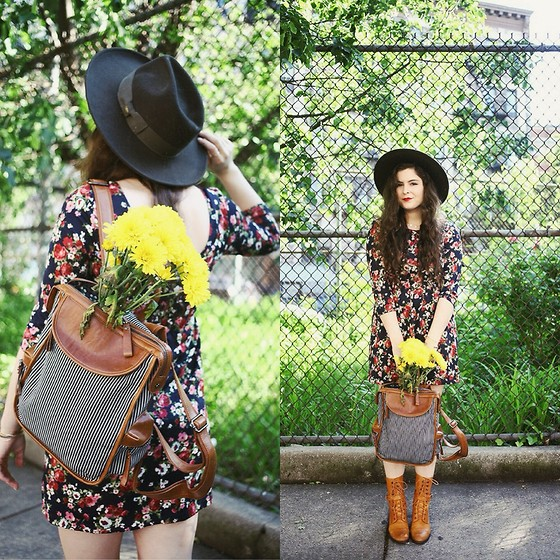 Noelle Downing - Nila Anthony Backpack - Yellow daisies