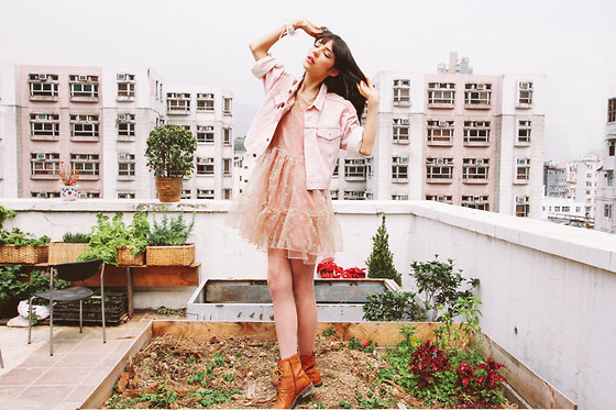 Sophie Traverse - Levi's® Levis Vintage Jacket, Fluffy Dress, Sleeh Brown Boots - ★ Among other flowers ★