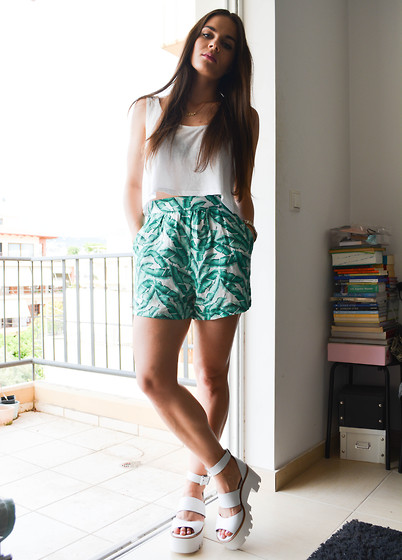 Isabella M. - Bershka White Crop Top, Zara Shorts, Windsor Smith Shoes - Get Tropical