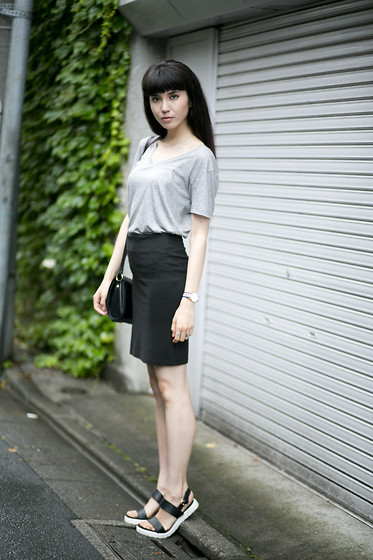 Samantha Mariko - Le Ciel Bleu T Shirt, Zara Skirt, Daniel Wellington Watch, Aldo Sandals - Monotone