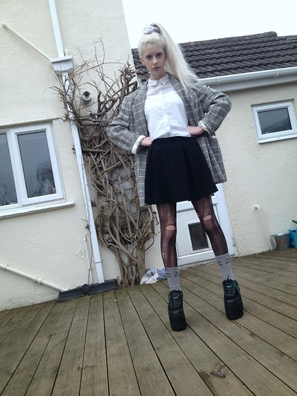 Laura King - Vintage Blazer, H&M White Button Up Shirt, Topshop Black Circle Skirt, Umbro Socks, Yru Qozmo, Ebay White Velvet Scrunchie - Back 2 School