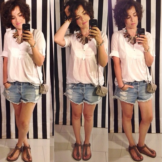 Pippi F. - H&M Shirt, Pull & Bear Denim Shorts, Birkenstock Sandals, Bimba&Lola Bag - Almost tanned.