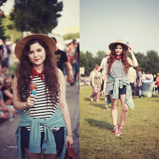 Noelle Downing - Free People Loose Shirt, Thfited From Crossroads Trading Red Bandana - Pitchfork day 2