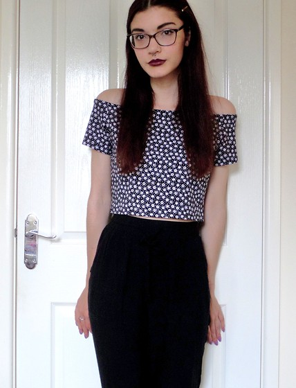 Izzy Humphreys - H&M Off Shoulder Crop Top, New Look Hareem Pants - There is a light that never goes out