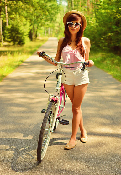 Ania W. - Topshop Shorts - By bike