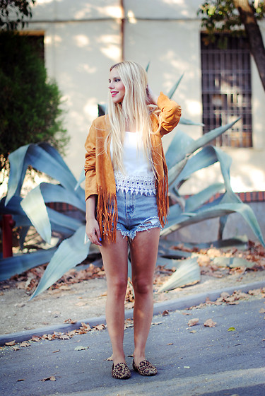 Martha Lozano - Missguided Jacket, Sheinside Top, Sheinside Shorts, Oasap Slippers - No me vendas la moto