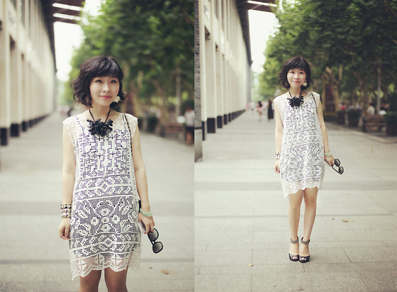 Eva Wang - Mo&Co White Net Dress, Marni Orchid Necklace, Chloé Sunglasses, Black Chain Sandals - White net