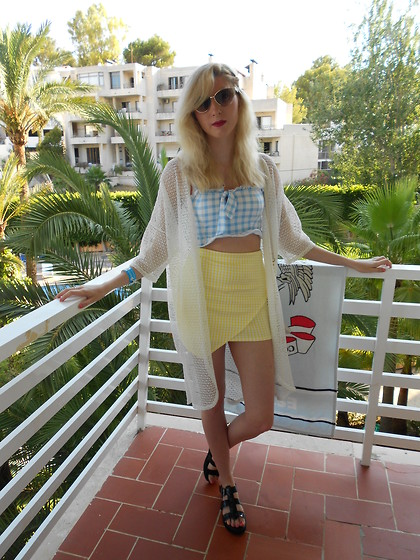 Coral Baker - Topshop Gingham Bralet, Missguided Gingham Skirt, New Look White Net Kimono, New Look Flatform Sandals, New Look Cat Eye Sunglasses - Double Gingham