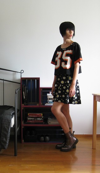 Elina Laakso - Second Hand Dress Combined With A Tee - Daisies went crazy
