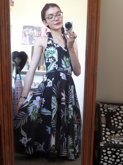 Izzy Humphreys - Hell Bunny 50's Style Printed Dress, New Look Skinny Black Belt - Never lose your sense of wonder