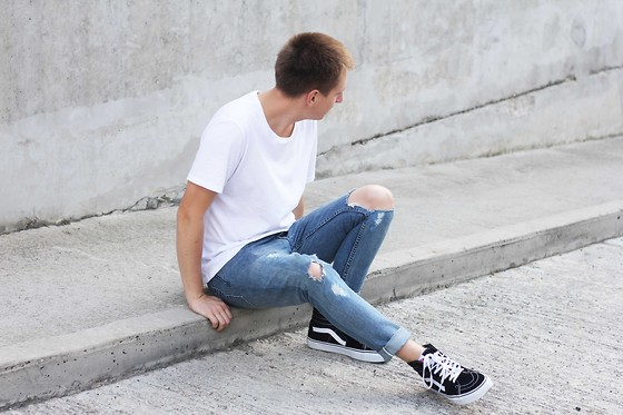 Rolandas Lušinskis - Cos Tee, Cheap Monday Jeans, Vans Sneakers - WHITE TEE, RIPPED DENIM