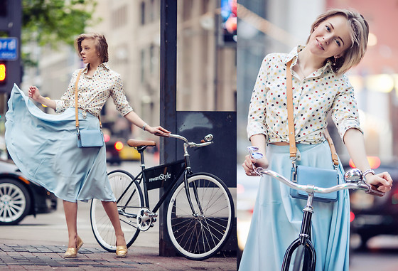 Darya Kamalova - Skirt, Espadrilles - DALLAS: BICYCLE OUTFIT OR WHEN YOU RIDE A BIKE