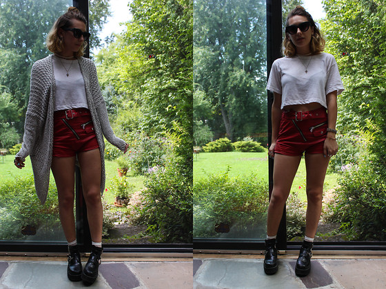 Solveig - Unif Shorts, American Apparel Crop Top - UNIF shorts