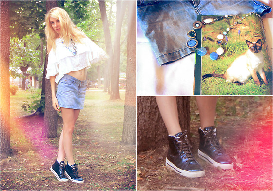 Lise Kapris - Marc By Jacobs Sneakers, Guess? Skirt - Fall fantasy
