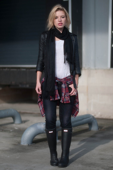 Rowan Reiding - Levi's® Grey Levi's Revel Jeans Curve Id, Hunter Black Tall Boots, Topshop Black Silk Scarf Tassels, Asos Red Plaid Shirt Check Lumberjack Blouse, Asos Black Leather Jacket Motorcycle, Asos Plain White T Shirt Basic Tee - READY FOR FALL