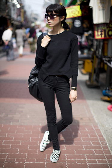 Samantha Mariko - Uniqlo Sweater, Le Ciel Bleu Pants, Vans Shoes - Pitch black in the sun