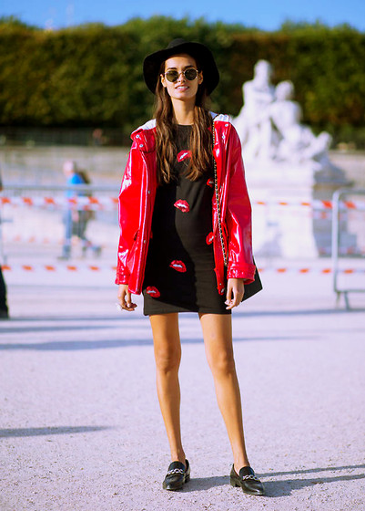 Gizele Oliveira - Ilustred People Dress, Pull & Bear Jacket, H&M Hat, Ray Ban Sunglasses, Mango Shoes - PFW red lips