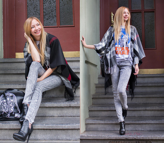 Dana Lohmüller - Logoshirt Star Wars Bag, Blend She Skinny Jeans, Zara Ankle Boots, Fraas Checked Cape, Logoshirt Star Wars Shirt - May the Force be with you...