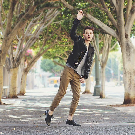 Drew Scott - Zara Leather & Wool Knit Back Jacket, Forever 21 Grey Tee, Levi's® Tan Chinos, Bronx Olive Wingtips - Autumn Arrival