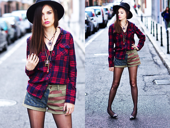 Mariya Marinova - Pull & Bear Shirt, Pull & Bear Shorts - PlaiD and TighTs.
