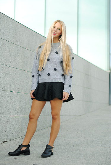 Martha Lozano - Compañía Fantástica Knitwear, Staff By Maff Skirt, Missguided Booties - No me vendas la moto