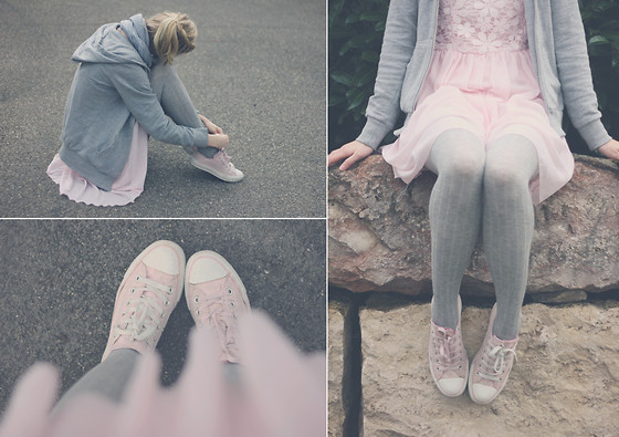 Joana ♡ - Sheinside Dress, H&M Hoodie, Converse Sneaker, Ernstings Family Tights - A winter fairytale