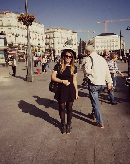 Beatrice Calcagno - H&M Dress, Mauro Leone Biker Boots, American Apparel Leather Bag, Vans Sunglasses, Pimkie Fedora Hat, Casio Golden Watch - Las calles de Madrid