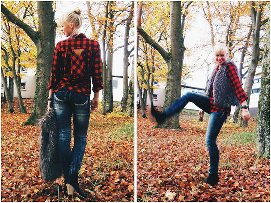 Signe Savant - Deb Plaid Cutout Top, Deb Dark Wash Jeans - What's red and black and checked all over?