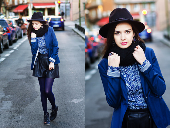 Mariya Marinova - Bershka Blazer, H&M Leather Shorts, H&M Scarf - November Blue.