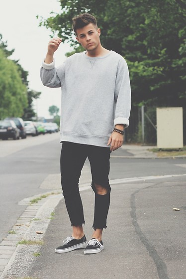 Kevin Elezaj - Vans Shoes, Zara Jeans, H&M Sweater - Grey oversized