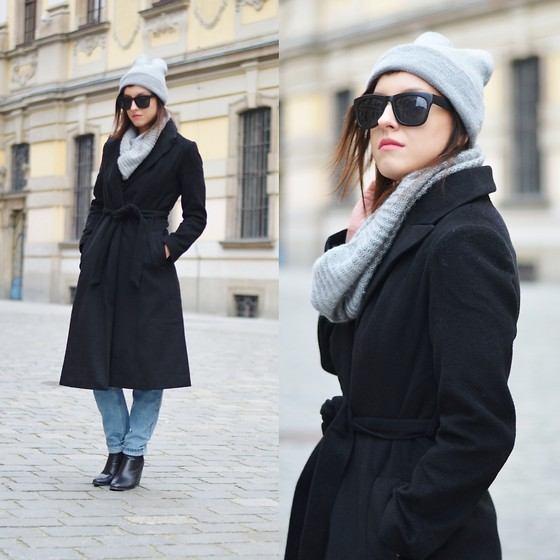 Daria R. -  - Longline black coat