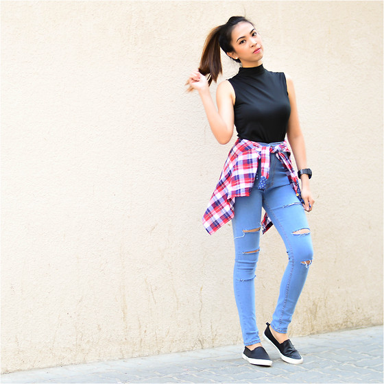 Angela Fernandez - Ripples By Jenny Turtle Neck Top, Highwaisted Joni Jeans, Bershka Black Slip Ons, Gshock Watch - Weekend