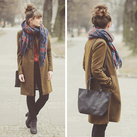 Maddy C - Pull & Bear Coat - Army green coat.