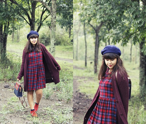 Marla Singer - Pull & Bear Burgundy Wool, New Look Tartan, Ebay Navy Wool Beret, Sox Gallery Navy Candy, Asos Suede Western Ankle, Persun Preppy Structured - Dark paradise.