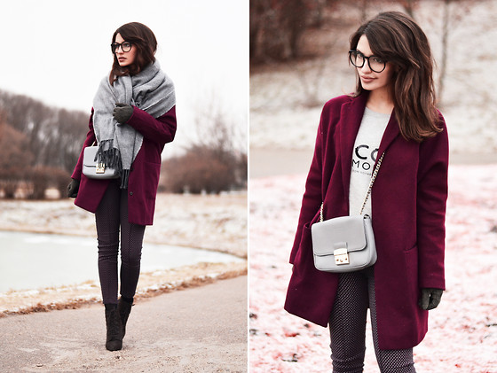 Katu Mikheicheva - Topshop Over Sized Coat, Zara Real Leather Ankle Boots, Coccinelle Grey Clutch, The Katherine's Shop Fashion Eyewear Transparent Lens, Mango Sweatshirt, Uterque Big Grey Scarf - Shades of grey&pink