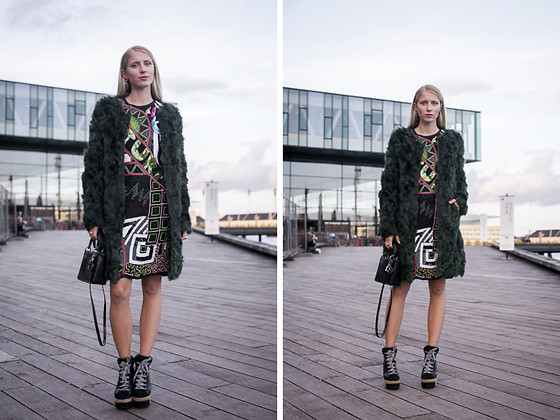 Laura Tonder - Kenzo Shoes, Christian Dior Bag, Coster Copenhagen Fur - ZALANDO NORDIC BLOG AWARDS